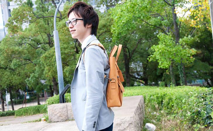 ビジネスバッグにも使える、かっこいい、便利な革のバッグ