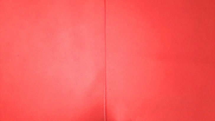 鮮やかなmoeの革のバーミリオン
