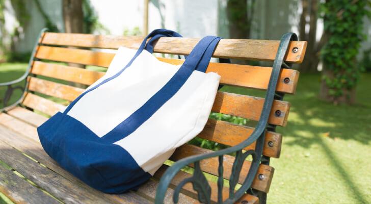 ビジネスバッグに使える革や布などいろいろなタイプのトートバッグ