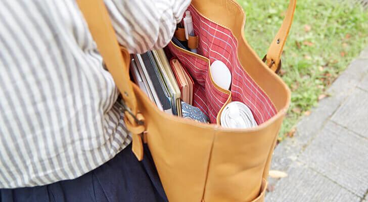 たくさんはいって丈夫。ビジバッグにも使える革のトートバッグ