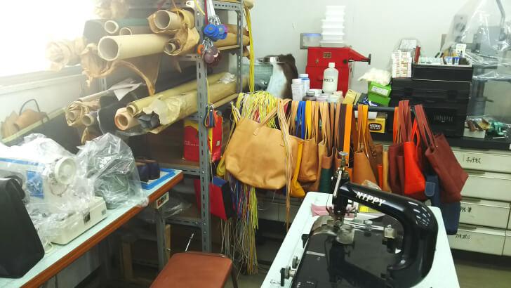 皮革大学校で行われるバッグや靴の制作実習
