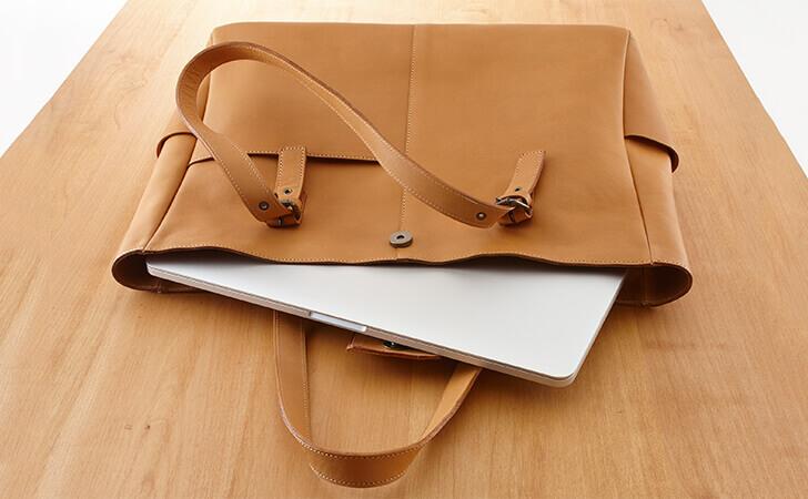 【PCバッグ】ビジネスにもカジュアルにも使えるおすすめの革のPCバッグ