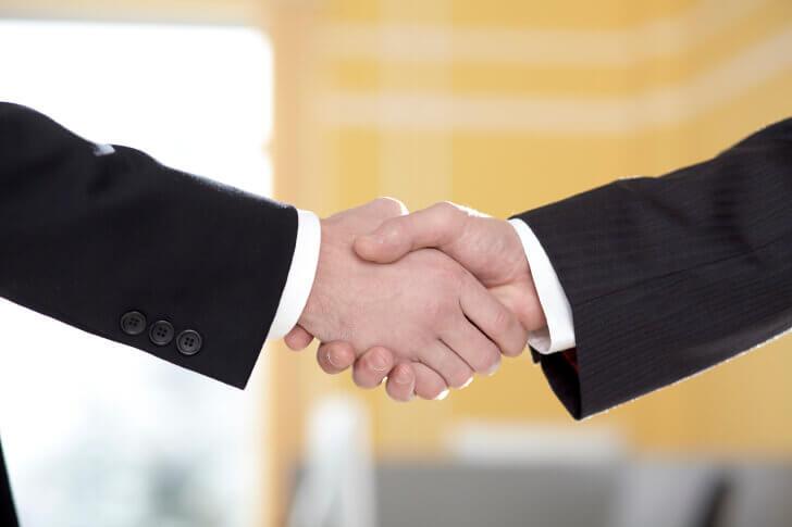 ビジネスバッグを選ぶ際に注意したいビジネスマナー