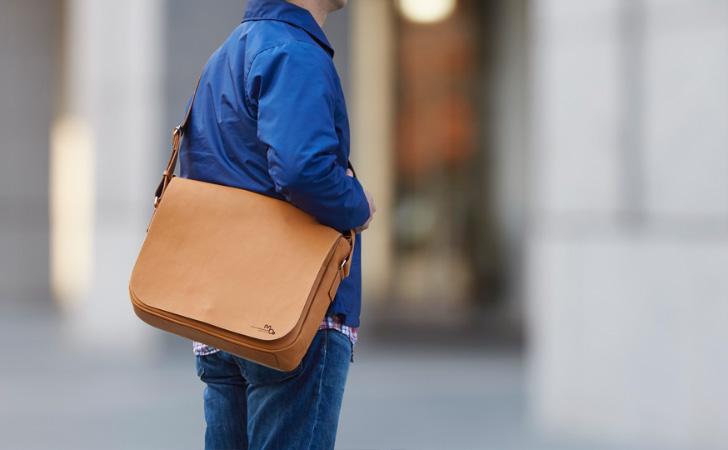 シンプルでかわいい感じの革のショルダーバッグ