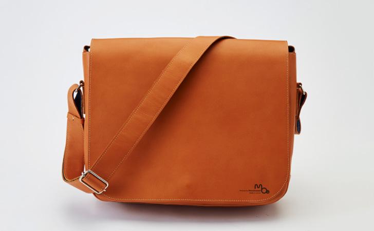 人気の革のメッセンジャーバッグ