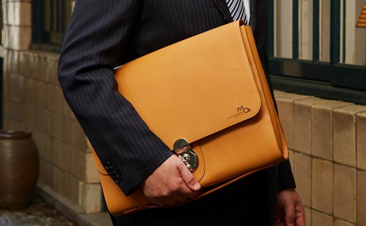 ビジネスにも使えるフォーマルなクラッチバッグ