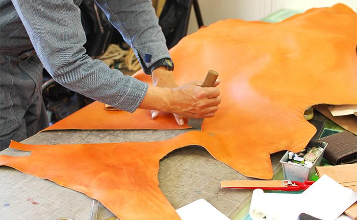 適材適所で部位を使い分ける革のバッグづくり