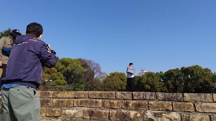 姫路城とmoeの革のバッグ